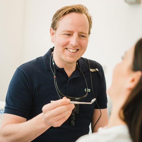Zahnarzt Stuttgart Zuffenhausen - Florian Neuhauser - Praxis - Behandlung
