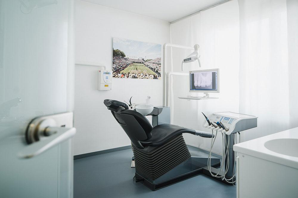 Zahnarzt Stuttgart Zuffenhausen - Florian Neuhauser - Praxis - Behandlungszimmer